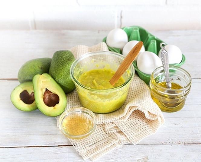 Bơ và baking soda giúp dưỡng trắng và hạn chế tình trạng tiết nhờn trên da